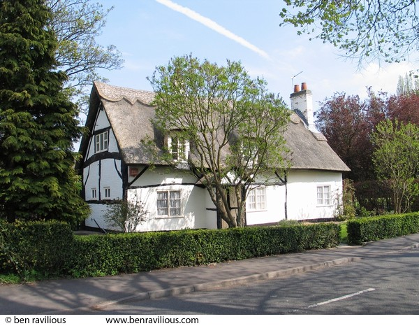 Thatched cottage: Church Lane, Knighton, Leicester, 24 April 2004