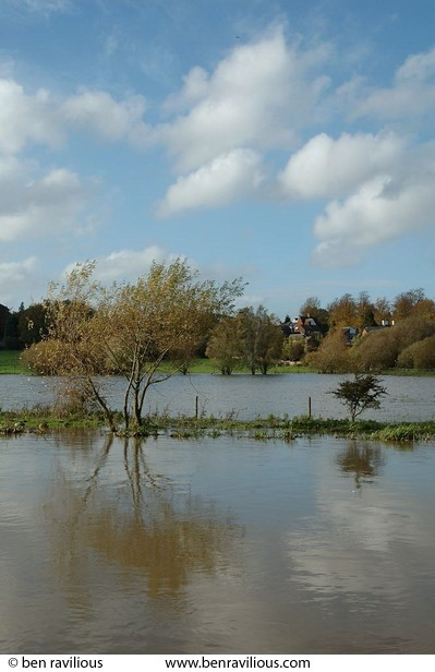 Floods at Watermead Park: Watermead Park, Birstall, Leicester, 24 October 2004