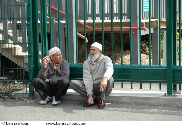 muslim single men in smock Men's (471) women's (28) unisex (52) leg opening hemmed (92) open to knee (6) flame-resistant clothing is essential for survival on your hazardous work terrain.