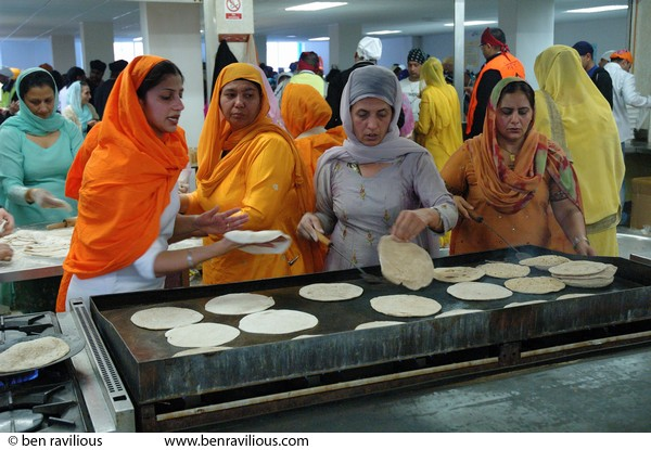 Volunteers making chapatis: Vaisakhi Parade 2007, Guru Tegh Bahadur Gurdwara, East Park Road, Leicester, 22 April 2007